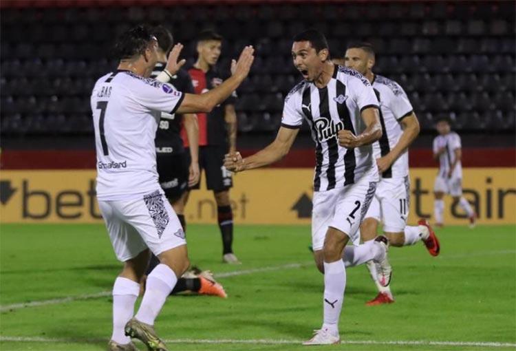 El gol de Daniel Bocanegra a Newells en la Copa Sudamericana