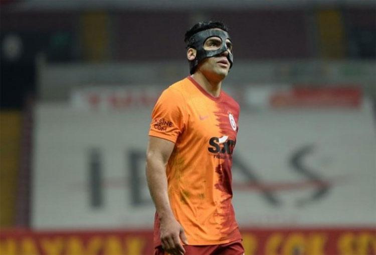 Lo mejor en el regreso de Falcao García, ¡enmascarado!