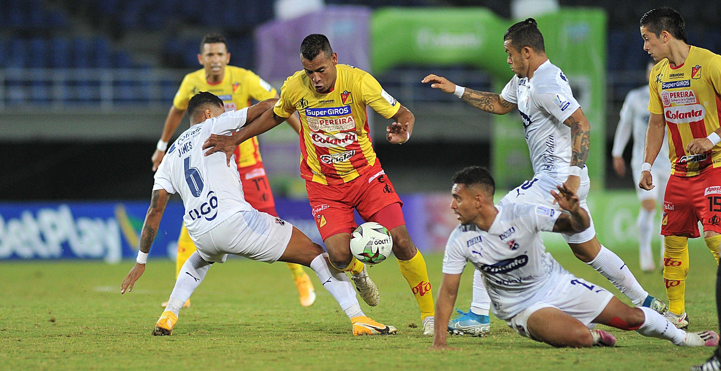 Periodista aseguró que Pereira jugó con 5 contagiados con COVID-19 ante DIM