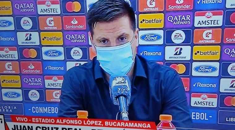 """Juan Cruz Real explicó la titularidad de Pablo Ortiz y el """"resultado injusto"""" en Libertadores"""