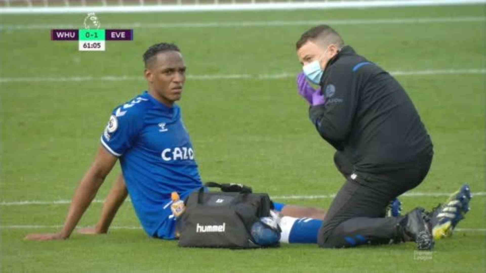 ¡No puede ser! Yerry Mina vuelve a salir lesionado del terreno de juego con Everton