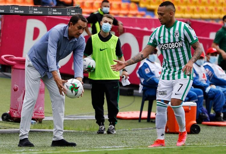 ¿Ya piensa Alexandre Guimarães en salidas y refuerzos para el segundo semestre?