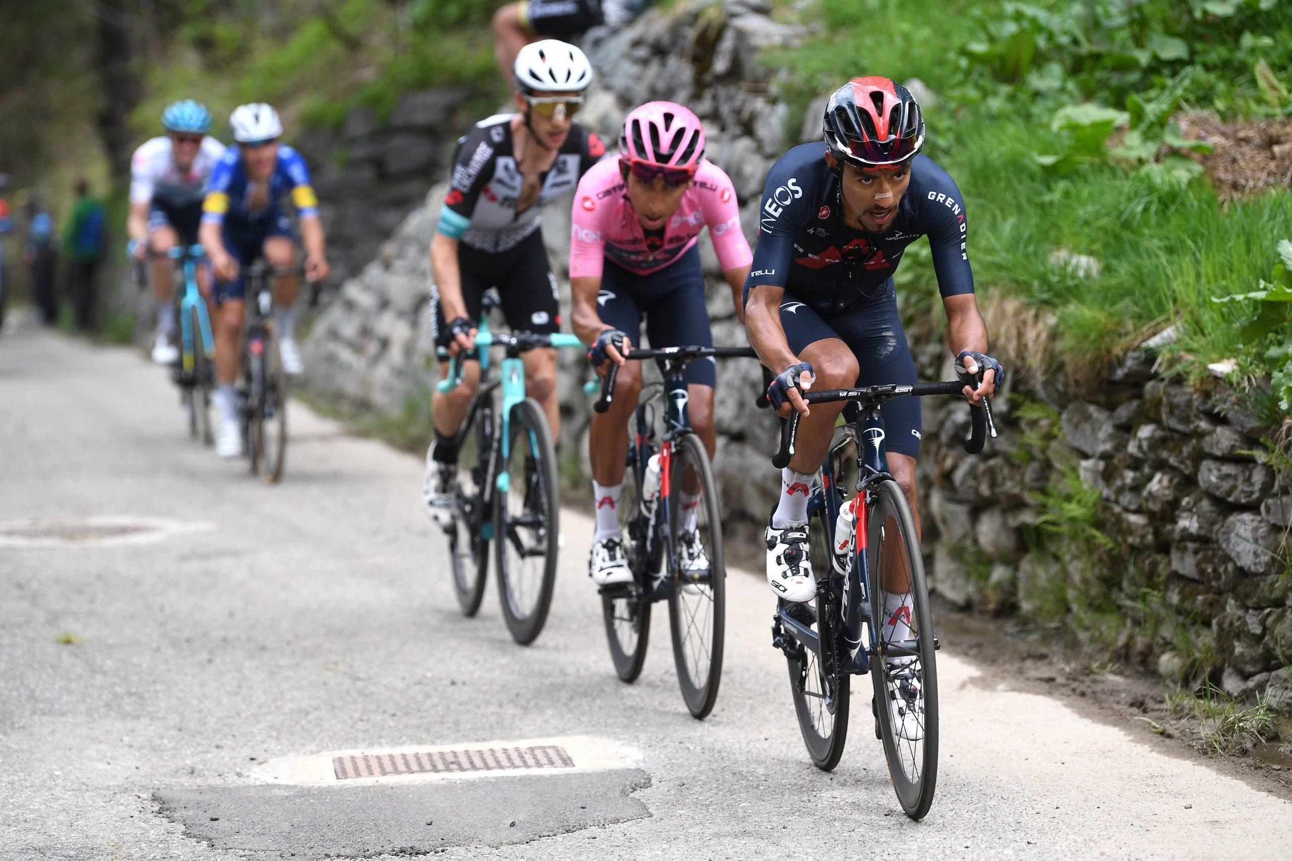 Egan Bernal: a un día y 30 kms de coronarse en el Giro de Italia