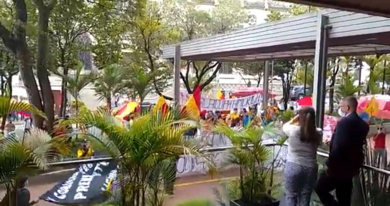 Manifestantes en Pereira protestan para que no se juegue Atlético Nacional vs. Nacional