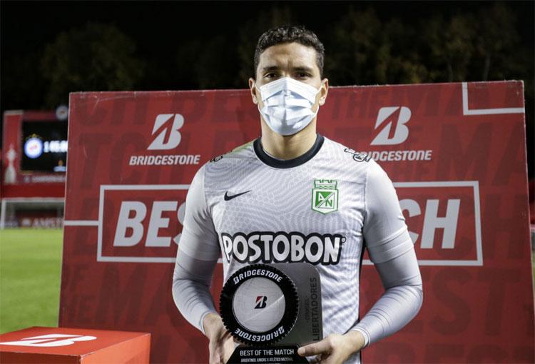 Aldair Quintana, atajadas, premio y la promesa al hincha de Nacional