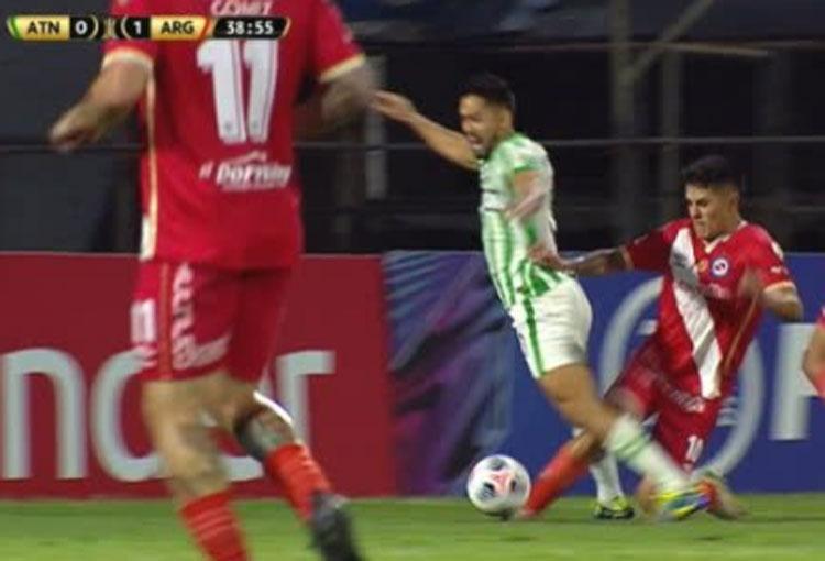 ¿¡Penalti!? Lo reclamó Atlético Nacional en la Libertadores