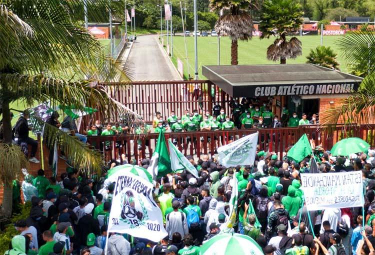 Los Del Sur y la visita al plantel de Atlético Nacional antes del partido clave en Libertadores