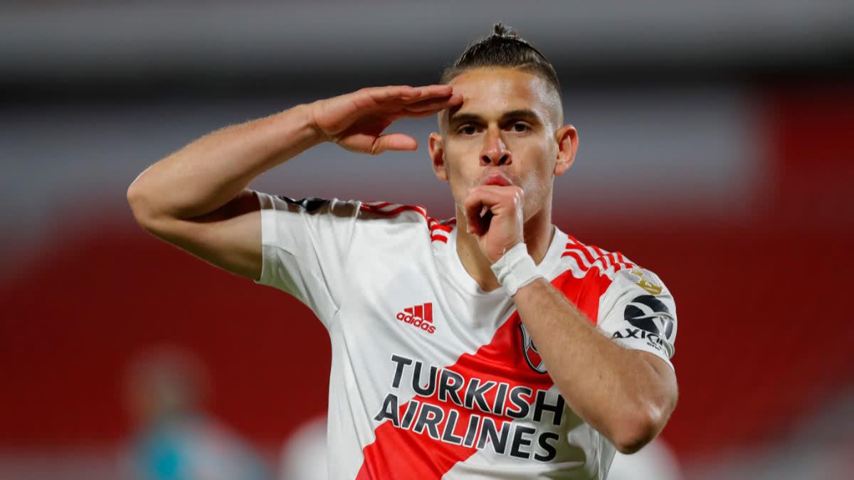 ¡Inolvidable Borré! En River Plate homenajearon al colombiano durante un partido