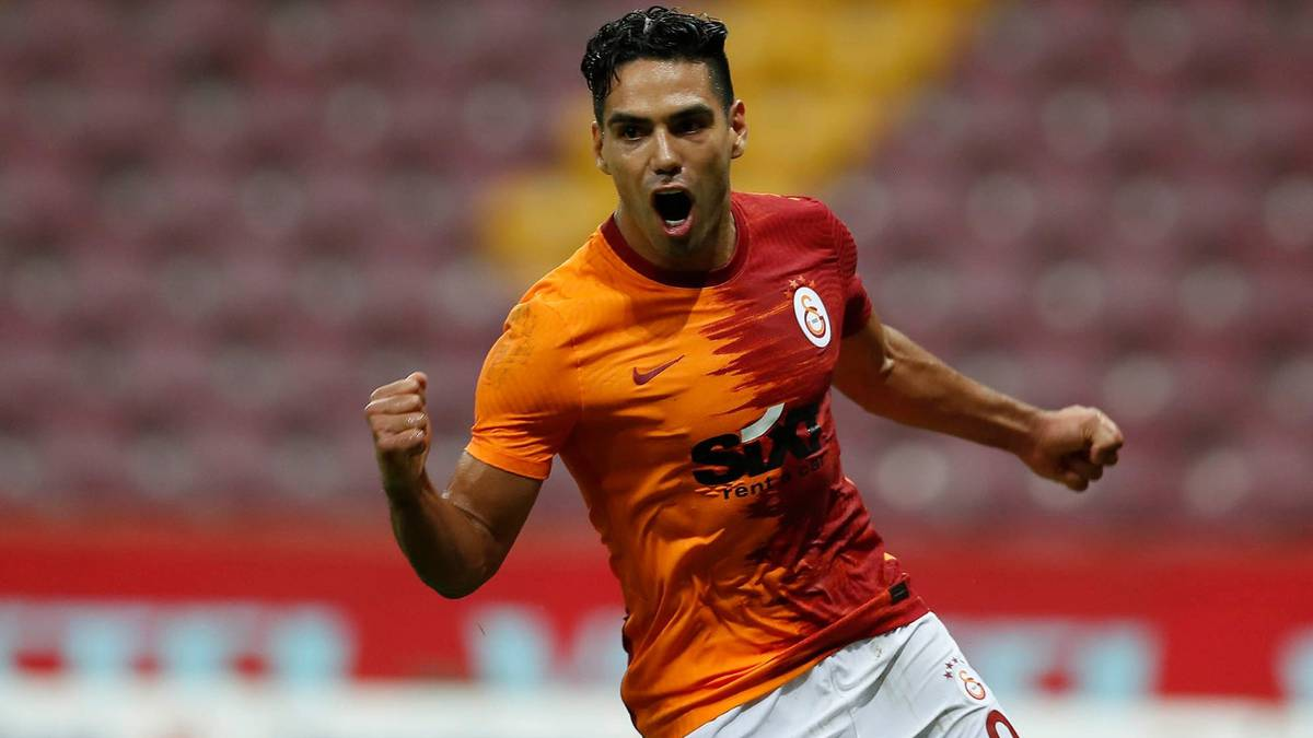 Así se despiden los compañeros del Galatasaray de Falcao García
