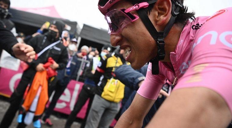 Egan Bernal sufrió en la etapa 17 y apretó el Giro de Italia