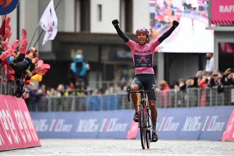 Egan Bernal ganó la etapa reina del Giro de Italia y es más líder que nunca