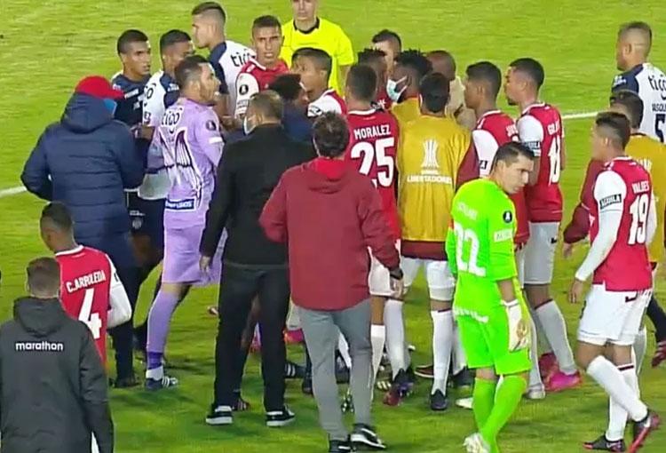 Las disculpas de Larry Vásquez y la pelea entre jugadores de Junior y Santa Fe