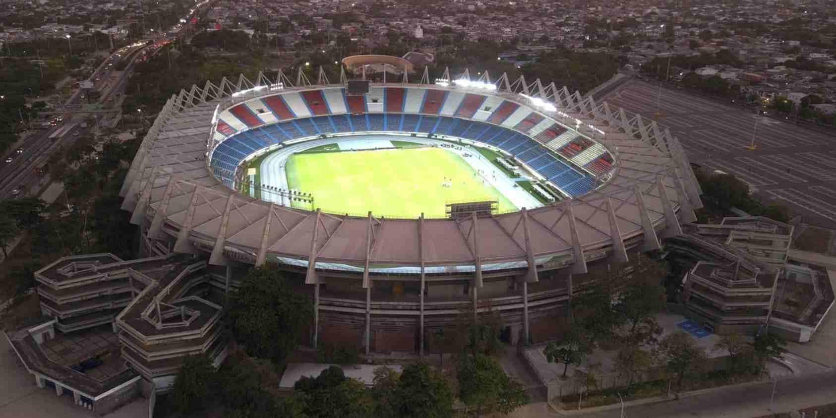 El estadio Metropolitano estrena luces led