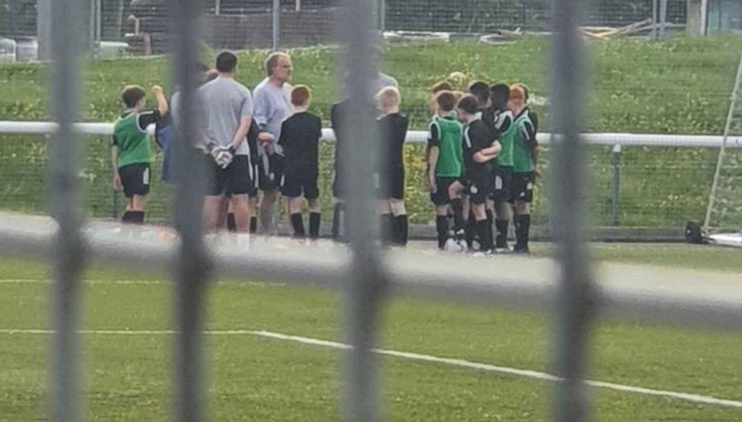 ¡Marcelo Bielsa dirigió a un equipo de niños del Leeds!