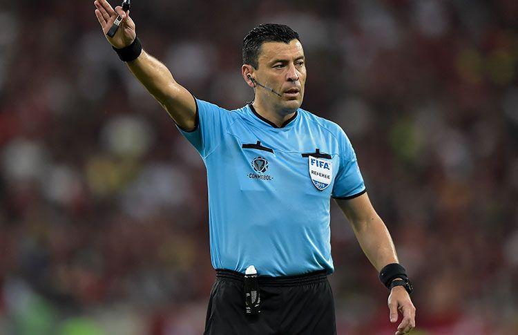 ¿Cómo le ha ido al árbitro Roberto Tobar pitando otros Colombia vs. Argentina del pasado?