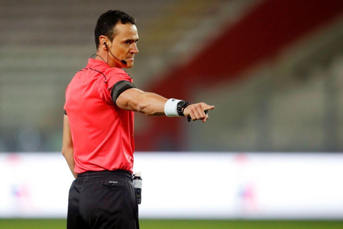 Conmebol confirmó árbitros para primera fecha de Copa América: hay un colombiano
