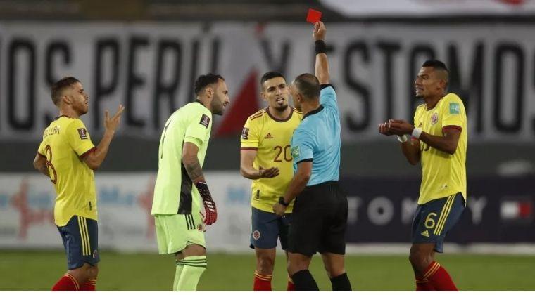 El respaldo de Cuadrado a Daniel Muñoz tras la expulsión en el Perú vs. Colombia