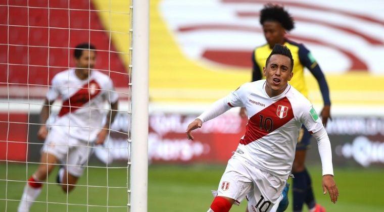 Perú derrotó, como visitante, a Ecuador y apretó las Eliminatorias