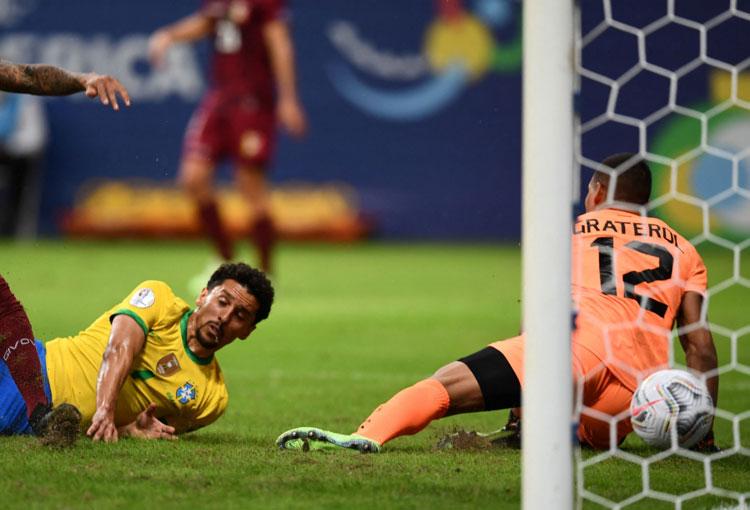 La Copa América inició con triunfo de Brasil en el debut de Joel Graterol en el certamen