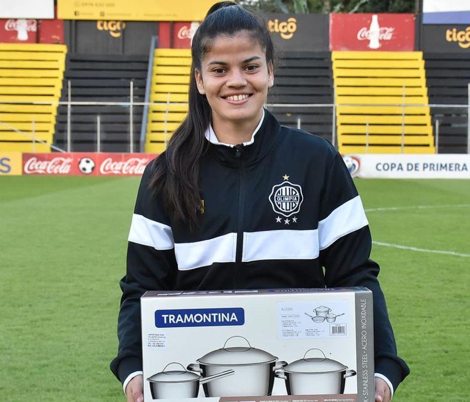 En la Liga Femenina Paraguaya el premio a la figura del partido... ¡son ollas!