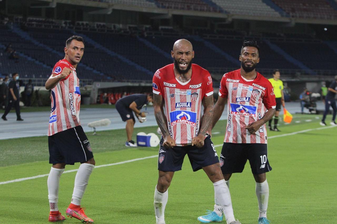 """Los memes que dejó la """"Juniorada"""" en el Metropolitano ante Libertad por Copa Sudamericana"""