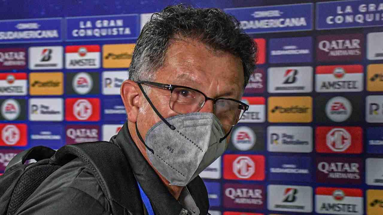 Juan Carlos Osorio muy enojado por la decisión de no poder inscribir sus jugadores