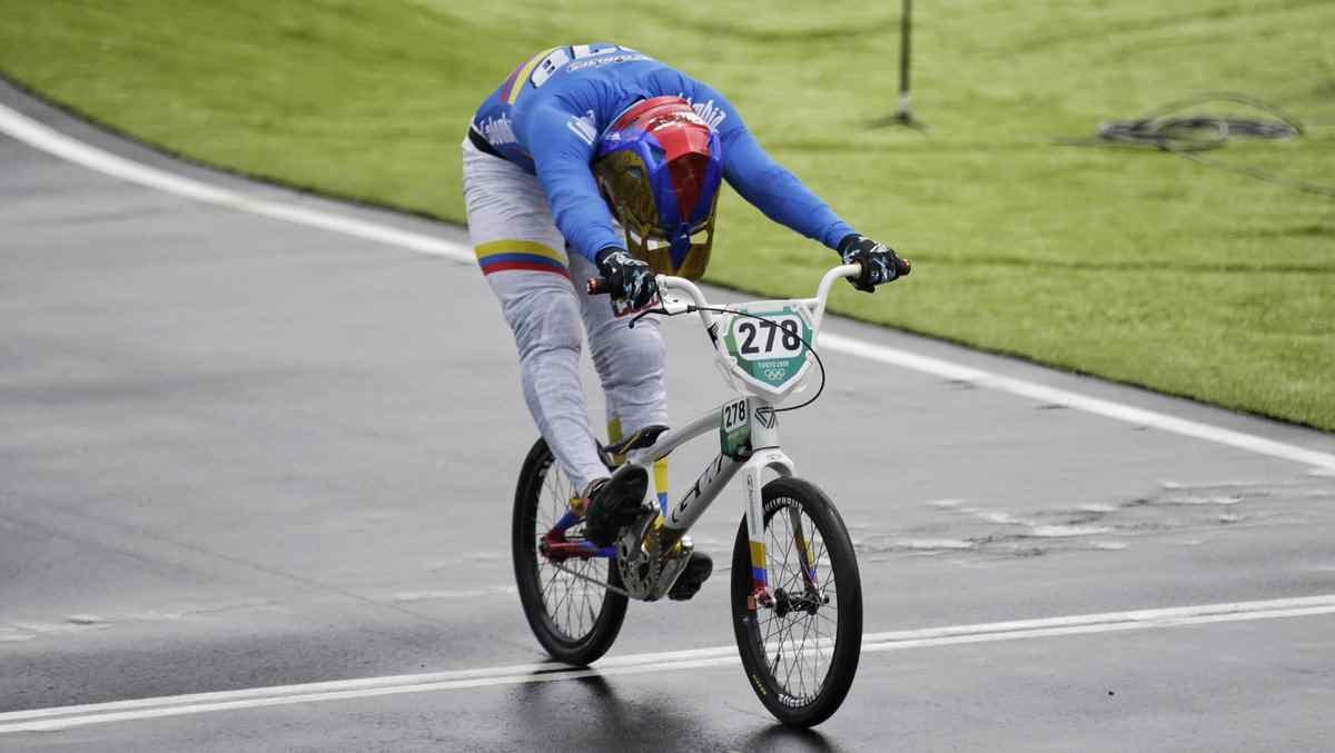 Carlos Ramírez se sube al podio olímpico en el BMX