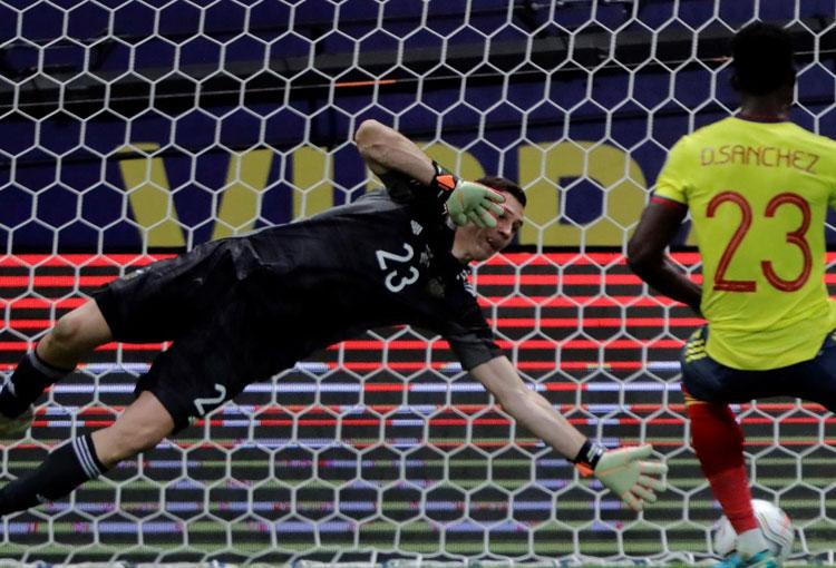 Elogio del Dibu Martínez a la Selección Colombia y lo que dijo de los penaltis
