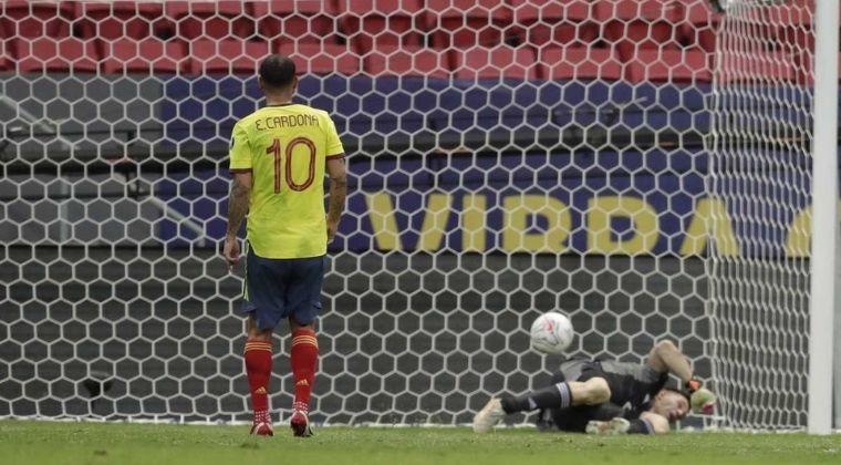"""""""Nos vemos, gordito"""" ¡Así se burlaron los argentinos de Edwin Cardona tras penal errado!"""