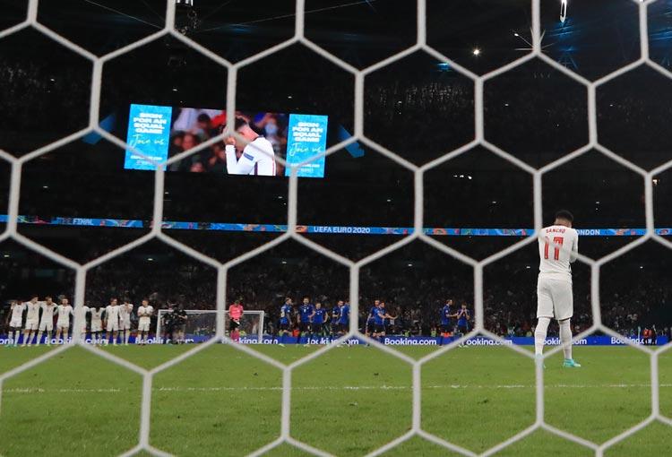 Otra derrota por penaltis para Inglaterra. Solo ganó 2 en su historia y una fue a Colombia