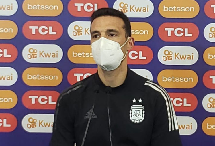 Scaloni: el respeto a la Selección Colombia, los posibles penaltis y las dudas en la titular