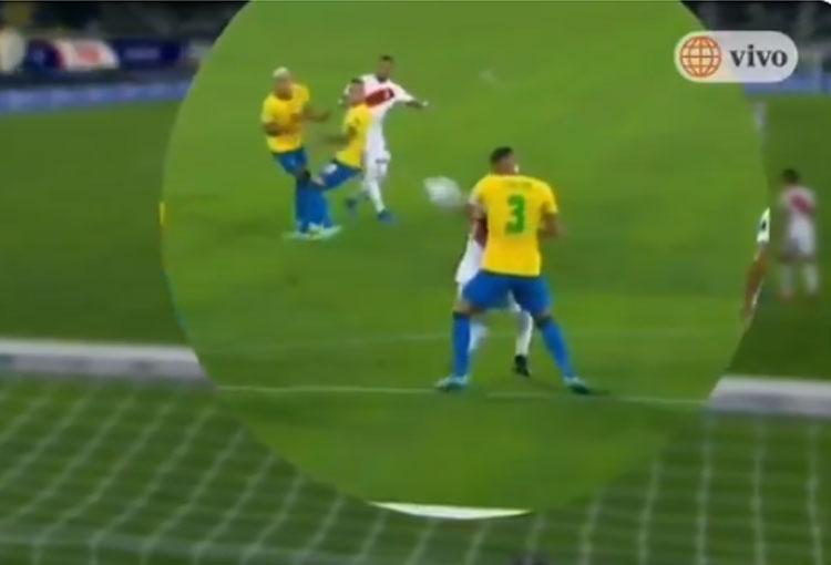 ¡La jugada por la que se habla de VARsil en la semifinal de la Copa América!