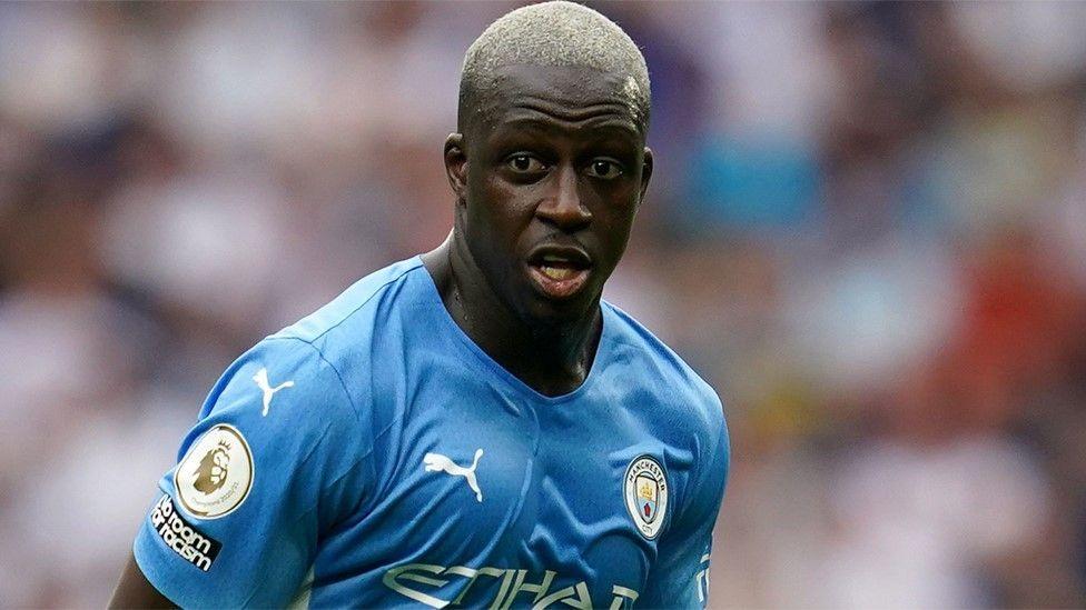 Nuevo escándalo en la Premier League: jugador del Manchester City acusado de violación