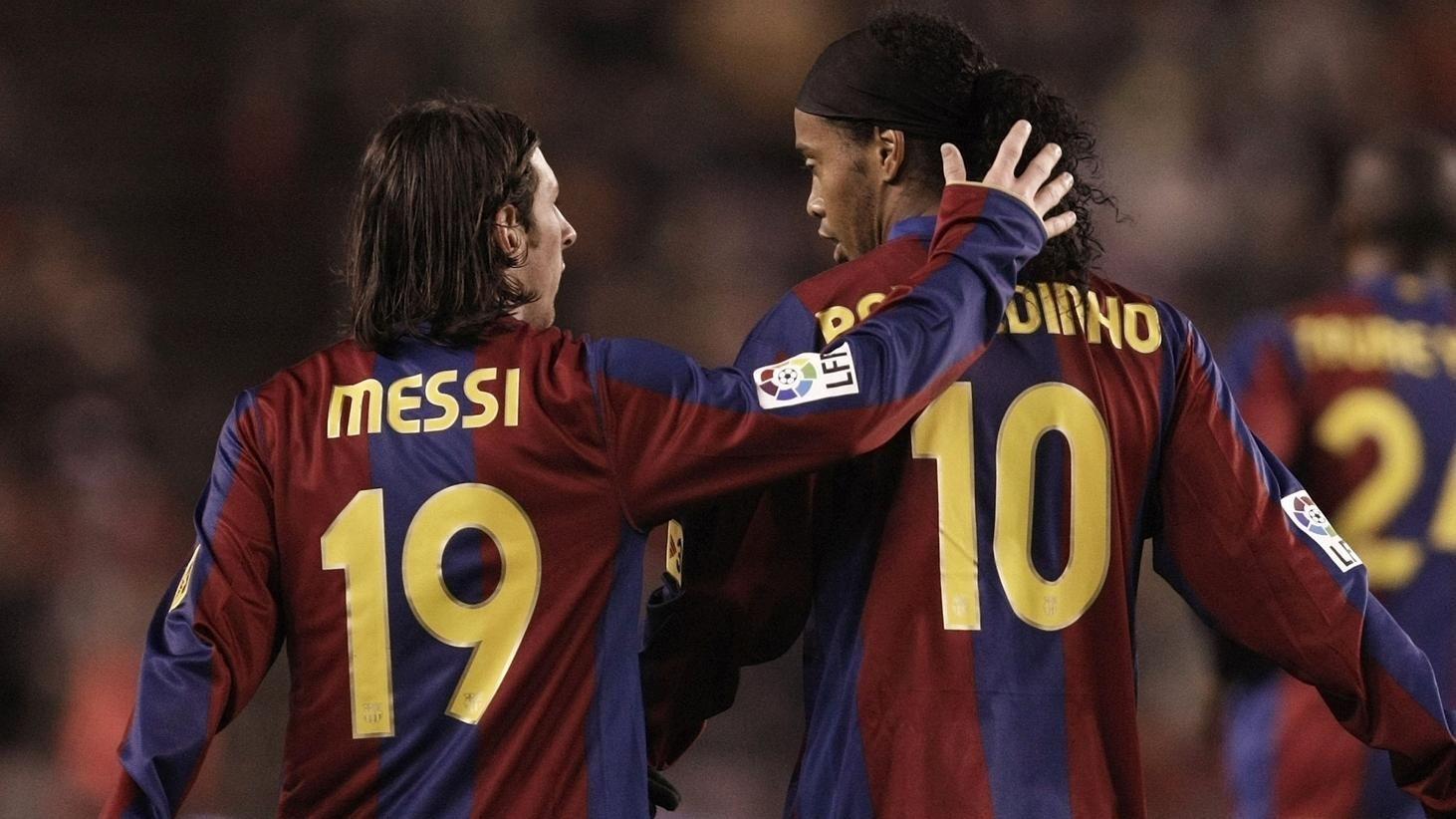 El mensaje de Ronaldinho para Messi por su paso al PSG. ¡Entre magos se entienden!