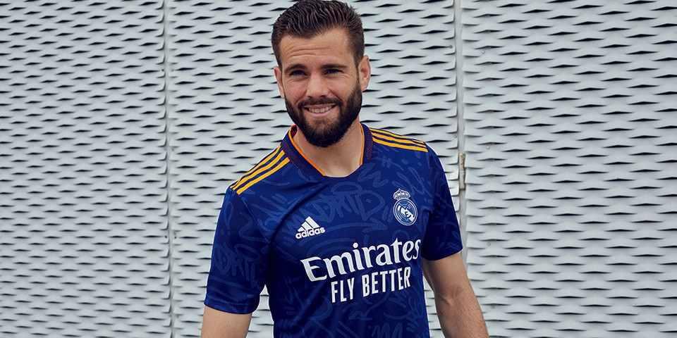 Segundo uniforme adidas del Real Madrid, temporada 2021/2022