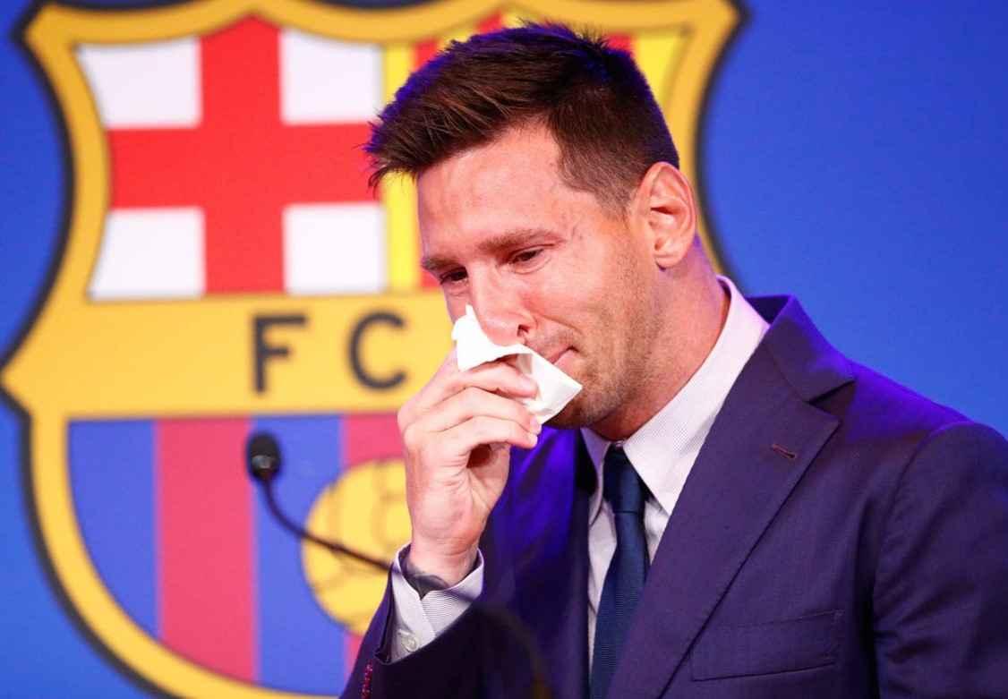 Subastan el pañuelo que usó Messi en su despedida del Barcelona
