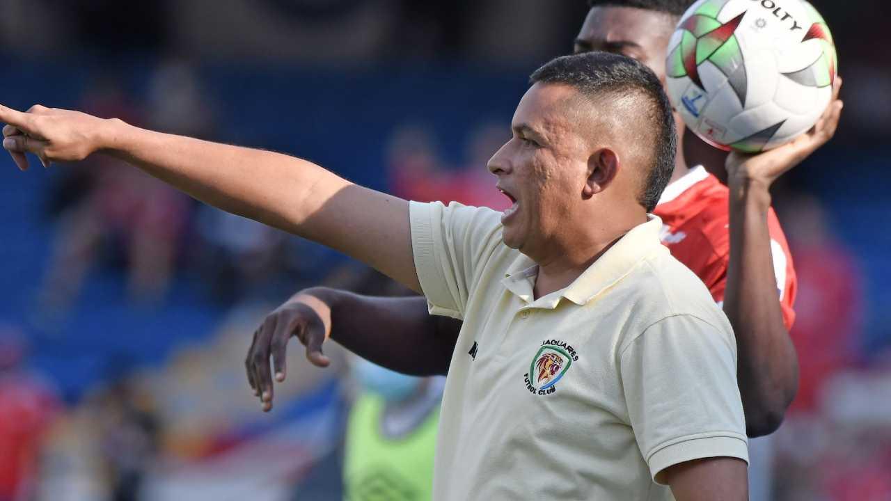 César Torres, la promesa de Tulio Gómez y los jugadores que no rotaría