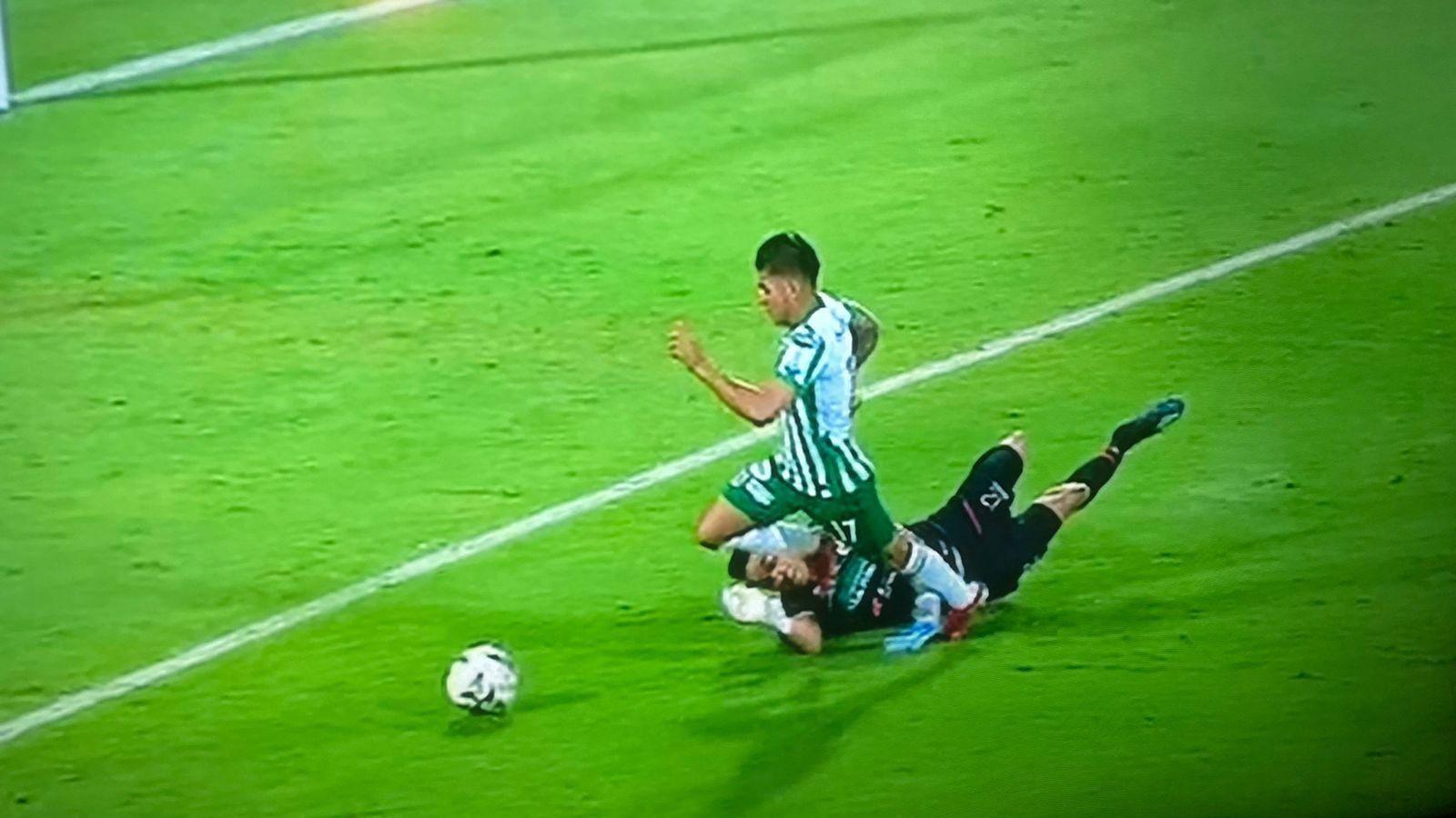 ¿Si era penal sobre Yeison Guzmán para Atlético Nacional ante Deportivo Pasto?