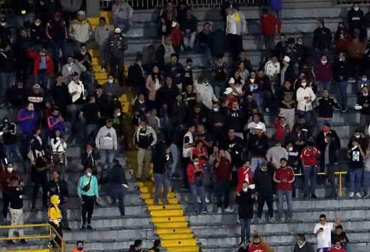 ¡Hubo hinchas de Atlético Nacional en El Campín pese a la sanción!