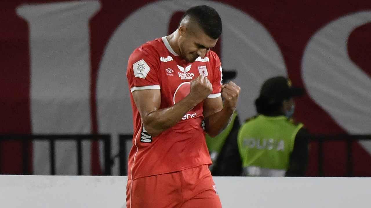 Carlos Sierra recupera su versión goleadora abrió el marcador en Superliga