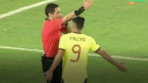 David Ospina y Falcao lideraron airadas protestas contra el árbitro