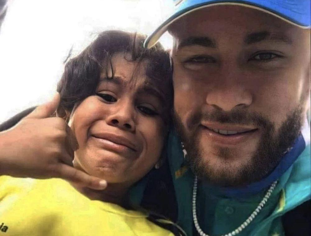 """Papá de Neymar salió en defensa por su foto con un niño colombiano: """"Él es un héroe"""""""