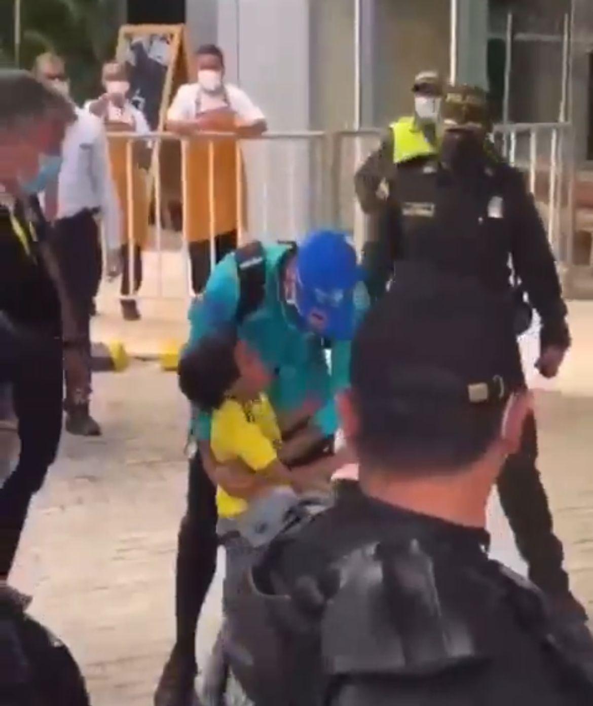 VIDEO: el gesto de Neymar con un niño hincha de la Selección Colombia