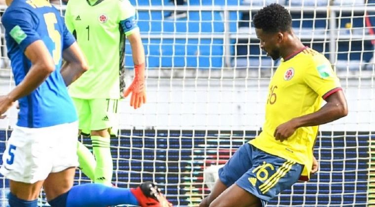 """Jéfferson Lerma criticó el arbitraje ante Brasil: """"Le toleran bastantes cosas a su favor"""""""